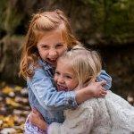 抱きしめるは「Hug」でいいの?「Embrace」と「Cuddle」、「Snuggle」の違いを解説